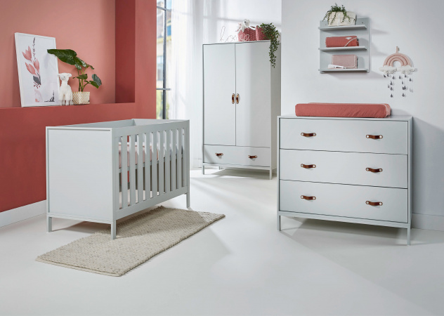 Ledikant 70 x 140 Incl. Juniorzijden - Commode - Hanglegkast Moon